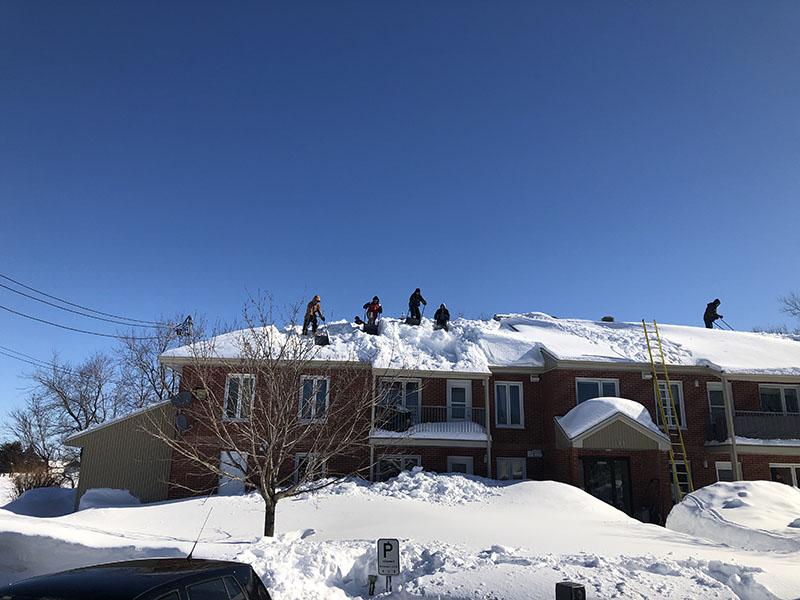 Déneigement de toitures résidentielles